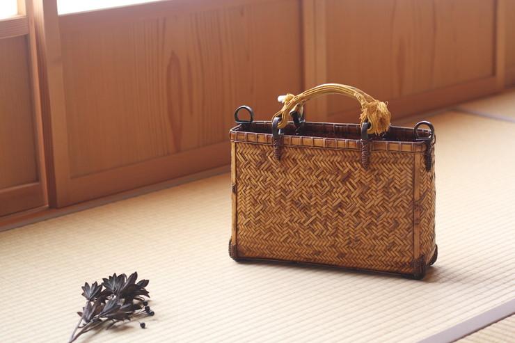 竹細工 網代編み手さげバッグ 吹き漆
