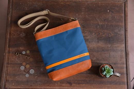 ハンドメイド 八幡帆布鞄 ショルダーバッグ タテ型 琵琶湖ブルー 名入れ可【CC09SM】