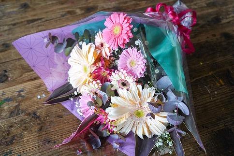 【卒業・卒園ギフト】子どもに人気!和柄の花束(ガーベラ) 別送可能 H092-017