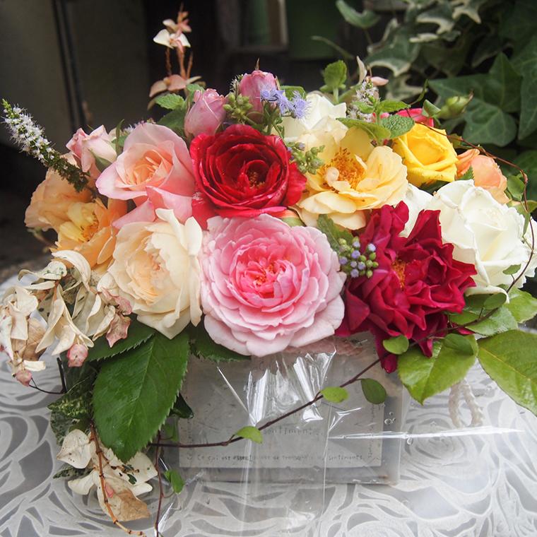 バラとハーブのプチアレンジメント(無農薬栽培バラとハーブ)[BN005ci]