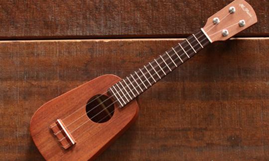 ヤイリギター COMOLELE(ミニソプラノウクレレ)