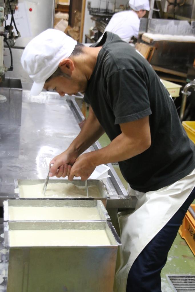 020-010 大人気!自分で作った豆腐・豆乳の味は格別!「豆腐作り体験」(2名様分)
