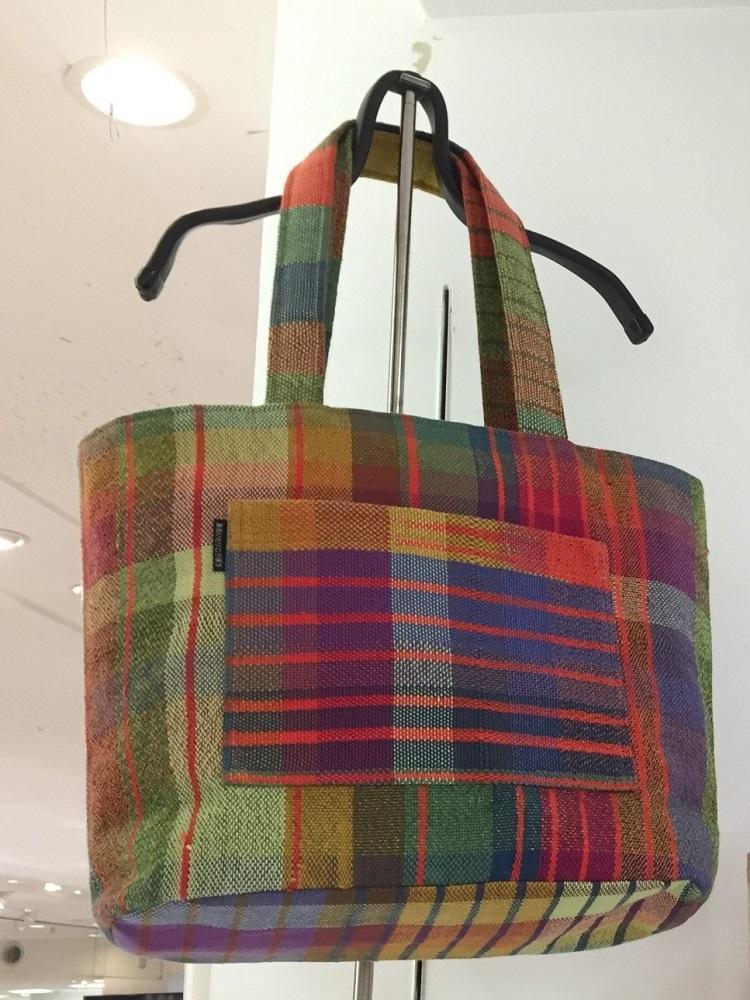 手織り布のトートバッグ