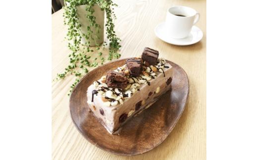 岩瀬牧場 チョコガトーと洋酒漬けチェリーのアイスケーキ