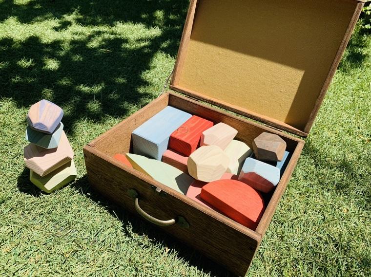 EG028_集中力・創造力・感覚を育てる知育玩具カラー積み木☆木箱入り