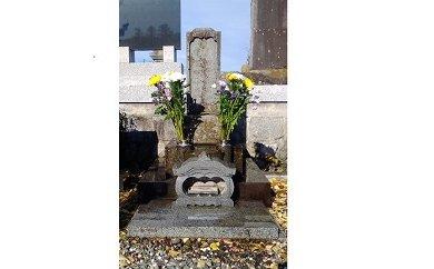 B2801お墓の清掃作業