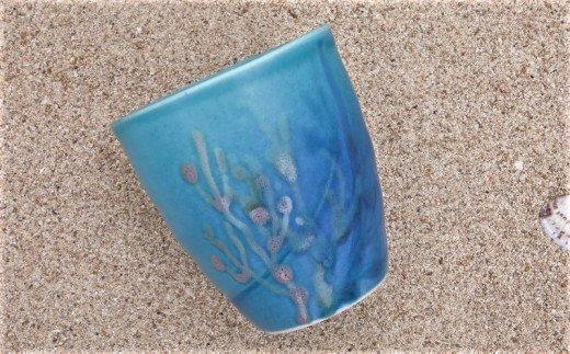沖縄の海と縁起の珊瑚のタンブラー瑠璃紺(1点)やちむん