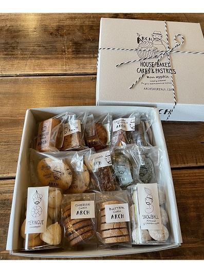 焼き菓子ギフトボックスM【ブランデーケーキなど12種類14個の焼き菓子詰め合わせ】