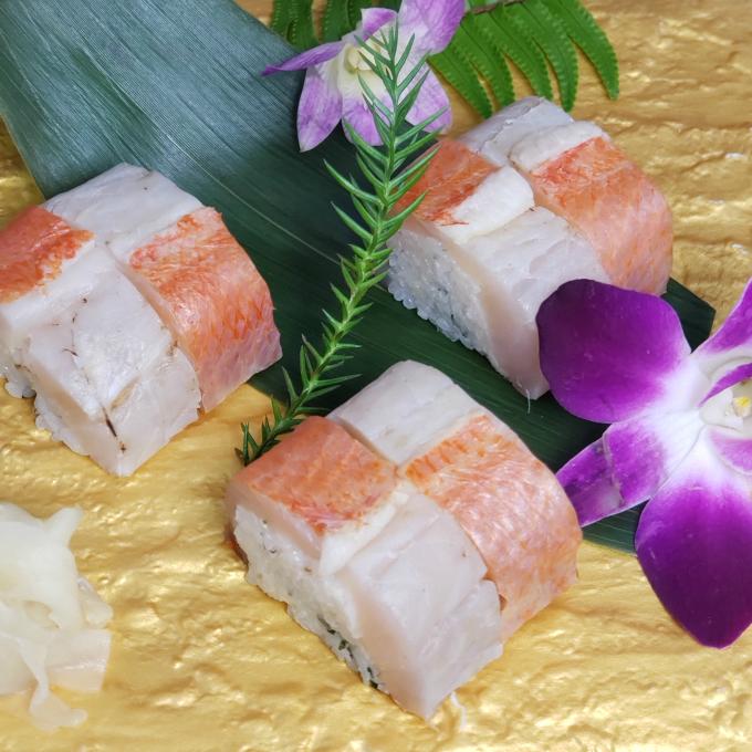 SZ003室戸沖獲れ金目鯛と鯖の押し寿司