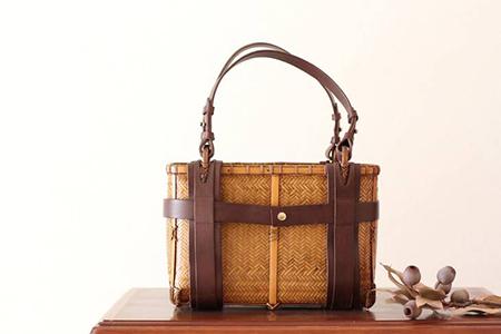 【乗丹房】竹×革手さげバッグ(中)網代編み 吹き漆仕上げ