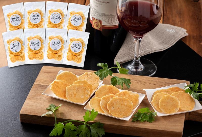 パルメザン、ゴルゴンゾーラ、チェダー、まるで3種のチーズそのものの濃厚チーズえびせん H011-030