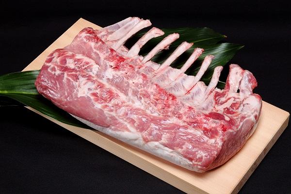 106 北海道産豚肉(骨付ロース)【4kg前後】 44,000円