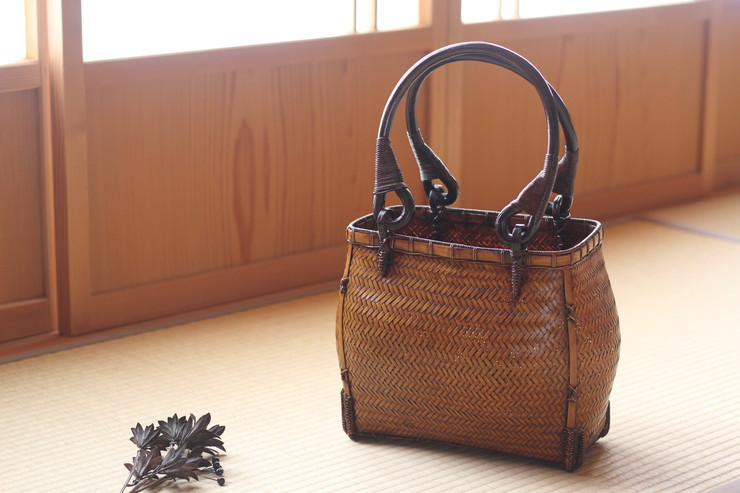 竹細工 透かし編み手さげバッグ(中)漆吹き仕上げ